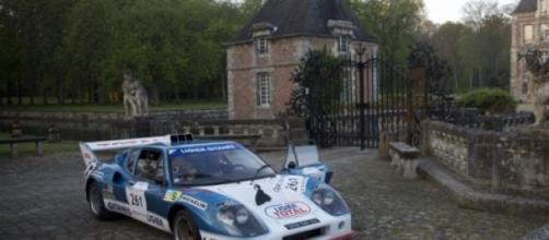 Ligier JS2 au départ du chateau de Courances