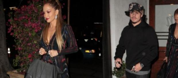 Jennifer Lopez deslumbrante com Casper Smart