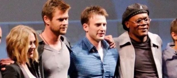 Avengers-Cast - Chris Evans und Scarlett Johansson