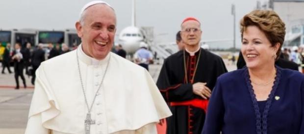 Papa Francisco e Dilma, em 2013, no Brasil,