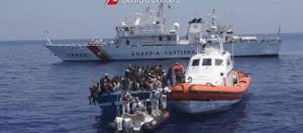 Salvataggio di un barcone di migranti
