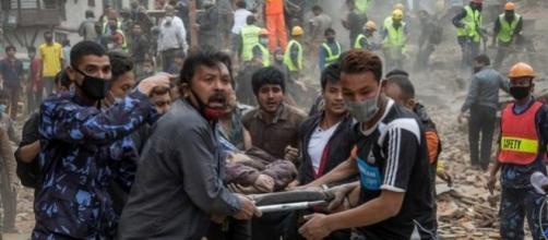 Primi soccorsi a Katmandu