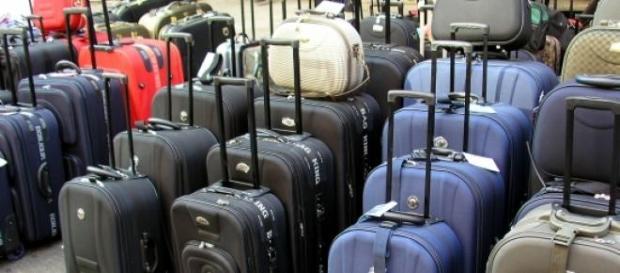 Coraz więcej Polaków wyjeżdża z kraju