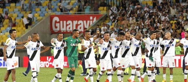 Jogadores do Vasco da Gama comemoram a vitória por 1 a 0 sobre o Botafogo, na primeira partida da final do Campeonato Carioca, no Maracanã. O cruzmaltino precisa apenas de um empate para ficar com o título.