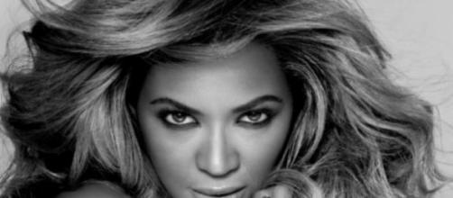 Beyoncé 'com os olhos' em Jay Z