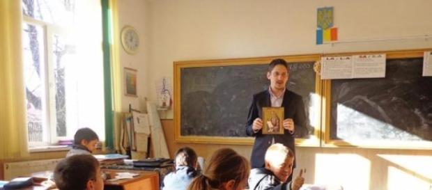 preot, religie, scoala, discriminare, homosexuali