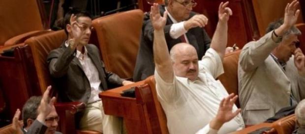 Senatorii romani voteaza impotriva Roamniei
