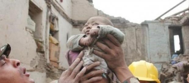 bebelus, cutremur, nepal, speranta