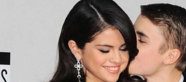 Bieber faz de tudo para reconquistar Selena.
