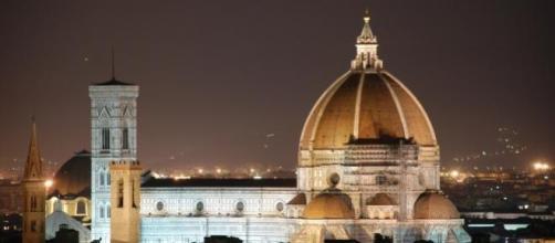 In foto, visione notturna di Firenze
