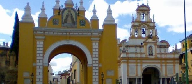 Puerta y Basílica de la Macarena (Sevilla)