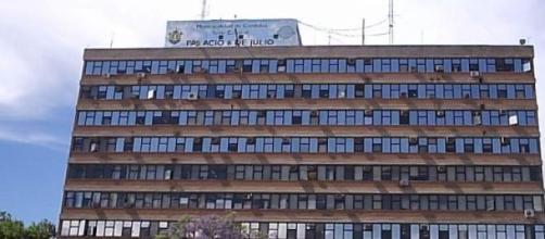 Edificio donde trabajan los tres damnificados