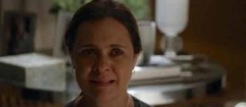 Inês envia joia para Regina