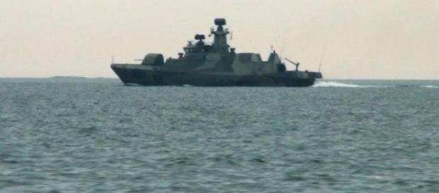 Navios finlandeses perseguem submarinos russos.