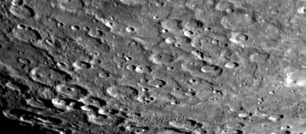 Una delle foto della superficie di Mercurio.