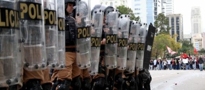 Tropa de Choque fez cerco. Foto: Agência Paraná