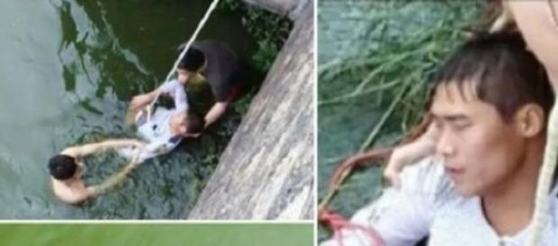 El joven en cuestión, siendo rescatado
