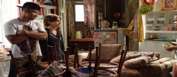 Karina pede ajuda de Sol para reconquistar Pedro