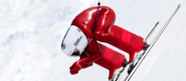 Simone Origone a descer os alpes a mais de 252Km/h