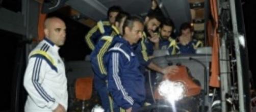 Autocarro do Fenerbahçe atacado a tiro