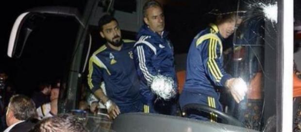 Autocarul echipei de fotbal Fenerbahce Istanbul