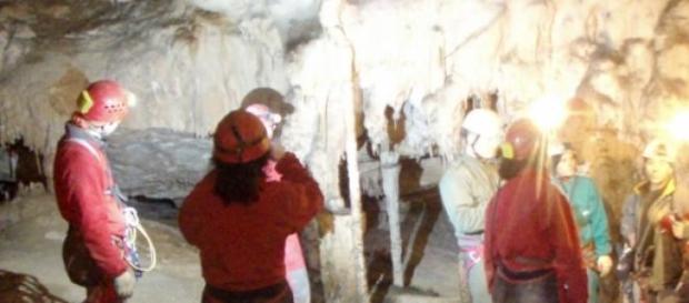 Un grupo de espeólogos en una excursión