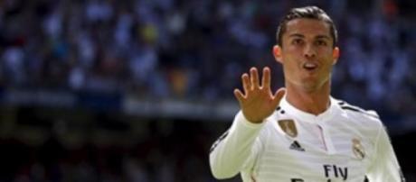 Cristiano Ronaldo de mão cheia na Páscoa