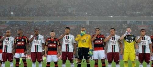 Jogadores protestam em clássico carioca
