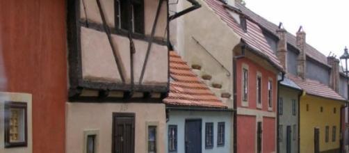 Pequeñas casitas del Callejón del Oro de Praga