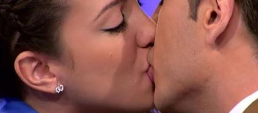 Samira Salomé besando en MYHYV