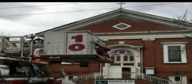 Acoperisul unei biserici s-a prabusit