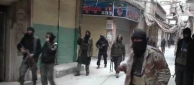Há vídeos da invasão do Estado Islâmico.
