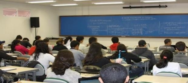 Para ganhar o auxílio o aluno precisa ser aprovado