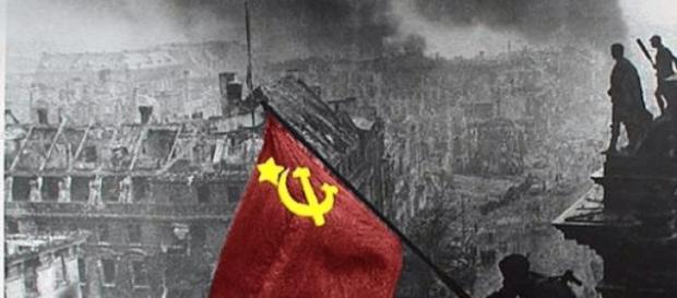 Symbol zakończenia wojny - zawieszenie flagi