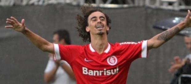 Valdivia comemorando seu gol contra o Passo Fundo