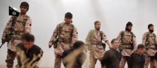 Estado Islâmico decapita reféns