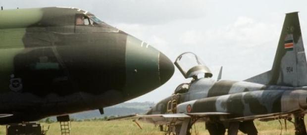 F-5 queniano, a ser preparado para uma sortida.
