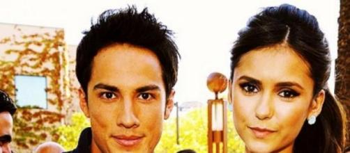 Nina Dobrev e Michael Trevino abandonam a série.