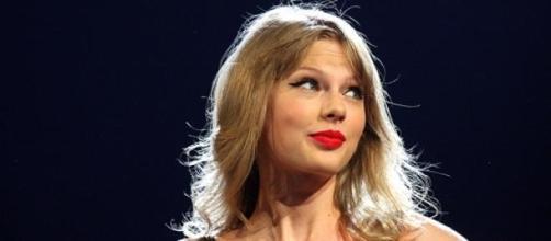 Taylor Swift é a artista mais nomeada