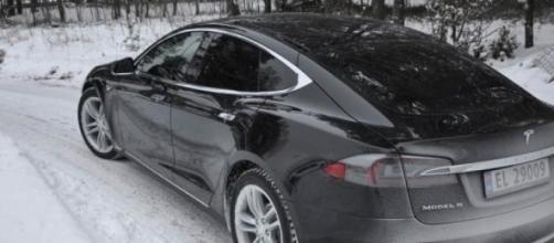 Tesla 4x4 en imagen de archivo