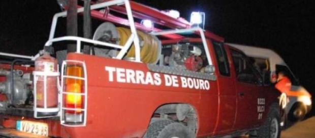 Bombeiros combateram chamas durante toda a noite