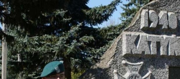 Pomnik, symbol  ofiar mordu katyńskiego