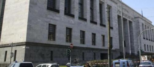 O aparato policial em torno do tribunal de Milão