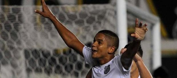 David Braz comemorando seu gol diante do Rio Claro