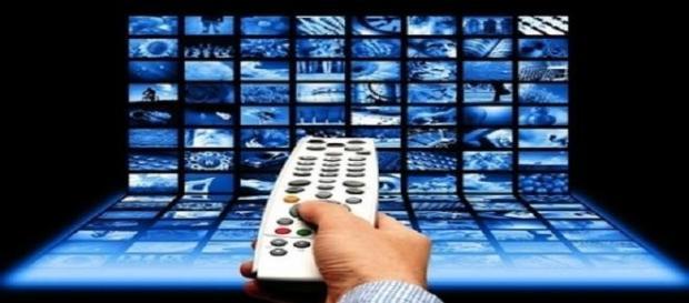 Programmi TV venerdì 10 aprile 2015