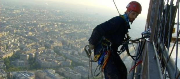 Rui Farinha a trabalhar na Torre Eiffel