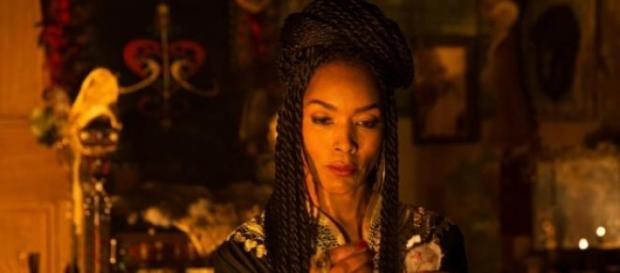 Angela estreou-se em Coven como Madame Laveau.