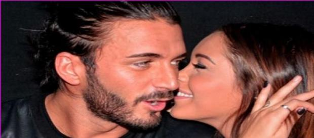 Thomas et Nabilla s'amusent en booking