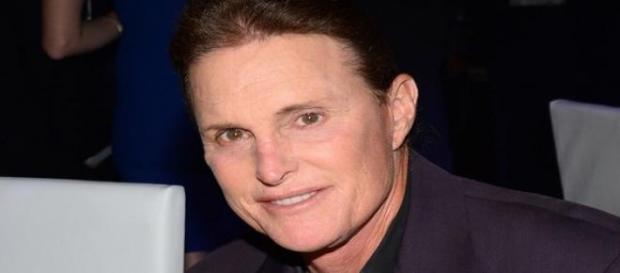 Bruce Jenner está transformando-se em mulher
