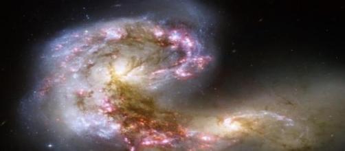 Es una extraña formación de galaxias en choque